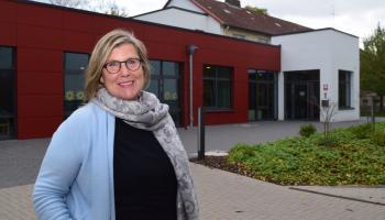 Neue Leiterin: Bärbel Wille vor dem Caritas-Centrum St. Godehard in Göttingen. Foto: Caritas