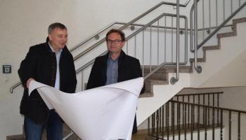 Caritas-Vorstandssprecher Ralf Regenhardt (l.) und Architekt Thomas Naumann freuen sich über die Umbaupläne zum Inklusiven Campus. Foto: Broermann