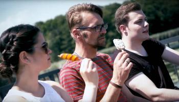 Marisa (v.l.), Lars und Dominik werben im Film mit ihren eigenen Erfahrungen für eine Ausbildung im Katholischen Pflegeverbund Duderstadt. | Foto: Screenshot