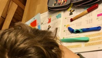 Für Schülerinnen und Schüler im Homeschooling bieten Emmaus und Familienzentrum Hilfen an. | Foto: Dekanatsjugendzentrum Emmaus