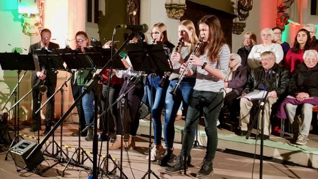 Wolfgang Busse spielte mit seinen Schülerinnen Anna Katharina Hendorf, Dalkiri Ripping, Kira Schmitthals, Leah Sturzenbecher, Hannah Otto und Lena Schneegans.